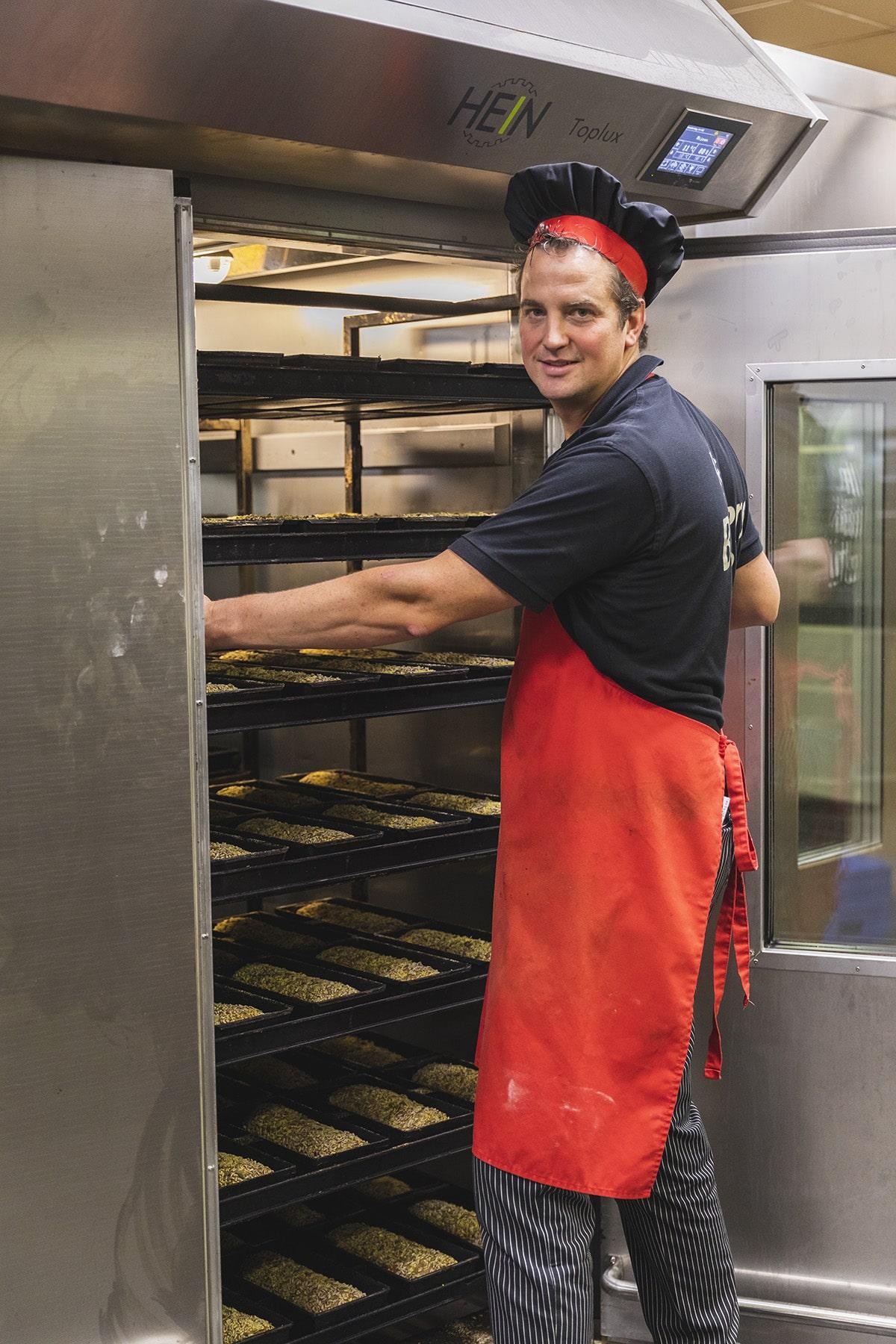 Alexander bakt het liefst tot zijn zeventigste door
